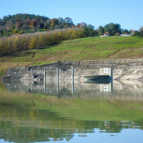 نمونهبرداری و انجام آزمایشات کیفی آب سد البرز